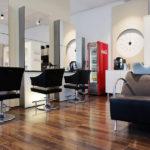Friseur- und Waschbereich